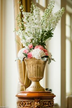 Pink and White Hydrangea and Roses Wedding Decore