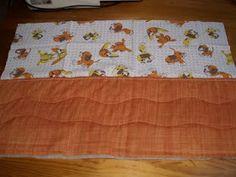 napos patchwork blog: Ünnepnap - Textil tároló készítése Textiles, Rugs, Blog, Home Decor, Scrappy Quilts, Tutorial Sewing, Farmhouse Rugs, Decoration Home, Room Decor