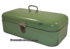 Old enamel bread bin in Reseda green. Old Reseda Green Enamel Bread bin. The enamel is offset at some places and painted over. Bread Bin, Sweet Memories, Holland, Enamel, Museum, History, Retro, Kitchens, Nostalgia