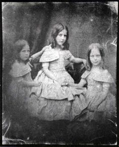William Henry Fox Talbot - Talbot's Daughters Above is a calotype photograph of Talbot's three daughters: Ela Rossamund (b. Louis Daguerre, History Of Photography, Children Photography, Portrait Photography, Vintage Photographs, Vintage Images, Old Pictures, Old Photos, Henry Fox Talbot