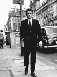 """cinemamonamour: """" """" Warren Beatty on a London street, May 1962 """" """" Hollywood Men, Old Hollywood Glamour, Classic Hollywood, Bonnie And Clyde 1967, Warren Beatty, Ivy Style, Cinema, Most Handsome Men, Old London"""