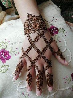 gorgeous henna design by saman - Mehndi Designs - Henna Designs Hand Henna Hand Designs, Modern Henna Designs, Mehndi Designs Finger, Henna Tattoo Designs Simple, Khafif Mehndi Design, Mehndi Designs 2018, Mehndi Designs For Girls, Mehndi Designs For Beginners, Mehndi Design Photos