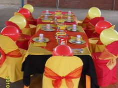 Cute Winnie the Pooh Table Decor.  Originally from: http://www.partythemes4kids.com/KidsPartiesThemes/page/2/