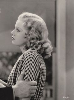 Enthusiast of Classic Movie , Hollywood Star , History , Antique , Art and The Ancient World Old Hollywood Stars, Hollywood Icons, Golden Age Of Hollywood, Vintage Hollywood, Classic Hollywood, Jean Harlow, Classic Films, Old Movies, Vintage Hairstyles