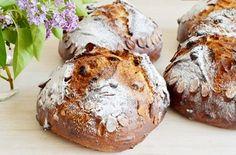 mazanec kvaskovy Sweet Recipes, Healthy Recipes, Sourdough Recipes, Pavlova, How To Make Bread, Baked Potato, Ham, A Table, Muffin