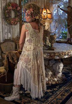 Selvedge Magazine shoot of Magnolia Pearl Style Boho, Gypsy Style, Boho Gypsy, Boho Chic, Moda Vintage, Vintage Lace, Vintage Dresses, Vintage Outfits, High Fashion