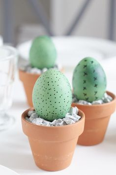 Mal etwas anderes für die Tisch Dekoration am Ostermorgen gefällig? Was haltet… Need something different for the table decoration on Easter morning? What do you think of Kekteen at Easter? A DIY for table decoration for Easter! Cactus Vert, Green Cactus, Cactus Cactus, Eastern Eggs, Easter Presents, Diy Ostern, Easter Printables, Diy Décoration, Easter Table