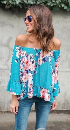 Love the floral print and off the shoulder. This top drapes in such a flattering way due to the material.