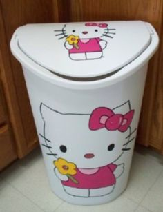 Are you looking for a Hello Kitty Laundry hamper or trash can? This piece is hand painted by myself and is great for your child's room, bathroom or even for your kitchen! HELLO KITTY TRASH CAN /LAUNDRY HAMPER. Hello Kitty Bathroom, Hello Kitty Rooms, Hello Kitty Kitchen, Hello Kitty House, Hello Kitty Gun, Hello Kitty My Melody, Sanrio Hello Kitty, Kitty Kitty, Hello Hello