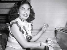 Consuelo Velázquez (21/08/1916 - 22/01/2005)