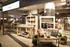 Pompidou eröffnet Pop-up-Store im Zürich HB Pop Up, Html, Fashion, Fashion Styles, Swiss Guard, October, Things To Do, Home Decor Accessories, Schmuck