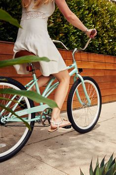 04504f74dad Say hello to the Chatham-1 Women's Beach Cruiser. It's simple. It's sleek