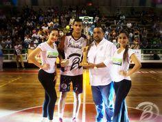 Ganador del Show de Clavadas  @carlosreyes9317 #Bongo  #CopaBeraka2017 Un gran espectáculo para todo #Rubiocityapp #baloncestovenezolano #yoamoeldeporte #dunks
