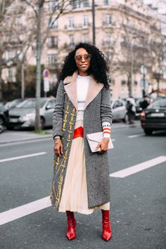 The Best Street Style Looks From Paris Fashion Week Fall 2018 - Fashionista Street Style Trends, Street Style Chic, Street Style 2018, Autumn Street Style, Cool Street Fashion, Street Style Looks, Fashion Week Paris, Glamour, Mode Inspiration