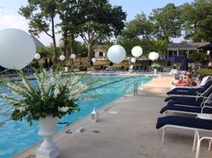 Balloon fun for White Night at Crestmont Country Club