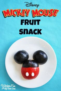 Disney Mickey Mouse Fruit Snack....a healthy fun food snack idea that is adorable for any Disney Fan. Both kids and adults will love this. Make a bunch for a Disney themed birthday party. Fun!