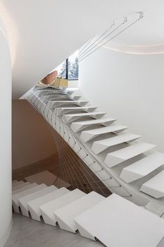 I previously discussed different types of stairs used in building construction and some important parts of a Stair. I think it worth seeing different design… Edwardian Hallway, Wood Furniture, Furniture Design, Types Of Stairs, Bannister, Layout Design, Kitchen Design, House Design, Mansions