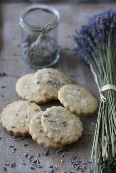 Cinnamon and Thyme: Morje in sivkini piškoti / Seaside and lavender cookies No Bake Desserts, Just Desserts, Pinterest Cookies, Lavender Recipes, Cookie Recipes, Sweet Tooth, Food Photography, Sweet Treats, Favorite Recipes