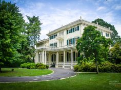 Glen Foerd Mansion is situated on 18 acres of English Park Gardens and it overlooks the Delaware River.