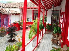 ¡¡¡CASA TIPICA PAISA!!!!! Fachada Colonial, Colombia Country, Retreat House, Colombia Travel, Gypsy Decor, Hacienda Style, World Images, Cottage Design, Tiny House Living