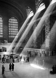 railway station architecture old Wurts Bros. (New York, N.) Interior of Grand Central. Museum of the City of New York. Urban Photography, Vintage Photography, Street Photography, Photography Poses, Travel Photography, New York City, Photo New York, New York Architecture, New York Central