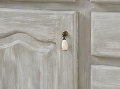Una pátina que me enamoró / Vero Palazzo - Home Deco Distressed Furniture Painting, Painted Furniture, Palazzo, Chalk Paint, Door Handles, Diy, Vintage, Color, Home Decor
