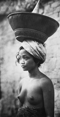 Bali village woman African Tribes, African Women, Beautiful Islands, Beautiful Images, Beautiful Women, Old Pictures, Old Photos, Vintage Photographs, Vintage Photos