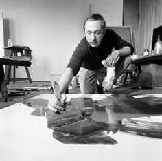 The painter Pierre Soulages in his Paris atelier photographed by Manuel Litran. via Paris Match Aspiring Artist, Process Art, Artist Inspiration, Artist Studio, Art Informel, Portrait Artist, Painter, Art, Space Art