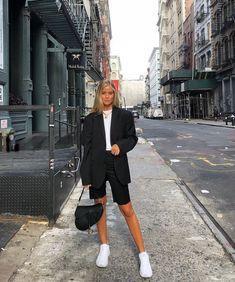 Josefine H. J street style outfit black blazer and bike shorts Looks Street Style, Looks Style, Looks Cool, Classy Street Style, Street Style Suit, Nyfw Street Style, Street Look, Street Outfit, Look Blazer