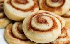 Skillingsboller - AKA Norwegian Cinnamon Buns (I& got an insane sweet tooth so I& add some icing to these cute little buns. Serious Eats, Easy Cinnamon Bun Recipe, Cinnamon Rolls, Cinnamon Pie, Nordic Recipe, Norwegian Food, Norwegian Recipes, Scandinavian Food, Good Food
