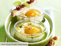 Recette Œufs cocotte au pesto. Ingrédients (4 personnes) : 4 œufs extra-frais, 10 cl de crème liquide, 1 gousse d'ail... - Découvrez toutes nos idées de repas et recettes sur Cuisine Actuelle