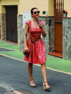 Mercedes con el vestido 101 de burda style 02/2011