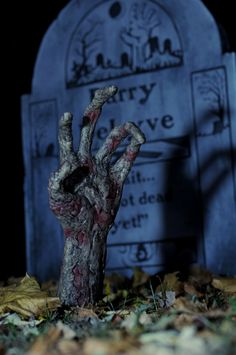 hand/grave