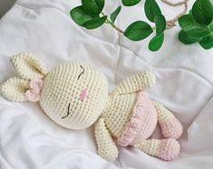 Crib Toys, Baby Toys, Kids Toys, Homemade Christmas Gifts, Homemade Gifts, Crochet Patterns, Crochet Tutorials, Teething Toys, Crochet Bunny