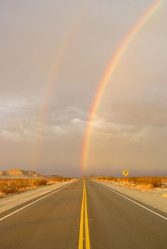 Ravishing Rainbow Photography For That Rare And Picturesque Look - Bored Art Rainbow Magic, Rainbow Sky, Love Rainbow, Over The Rainbow, Rainbow Colors, Rainbow Photography, Amazing Photography, Rainbow Promise, Skier