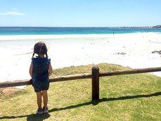 Kapstadt mit Kindern ist ein Traum - es gibt so viel mit Kindern zu entdecken und die Südafrikaner sind super kinderlieb. Das Foto stammt aus CAMPS BAY. Knysna, Travel Around The World, Around The Worlds, Wide World, Outdoor Travel, South Africa, Super, Garden Route, Beach