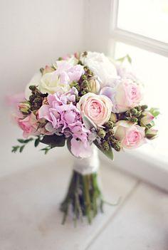 L'Auberge des Adrets Wedding by Xavier Navarro Photographie Floral Wedding, Wedding Colors, Wedding Bouquets, Deco Floral, Arte Floral, Blush Flowers, Bridal Flowers, Ideas Principales, Rose Bouquet