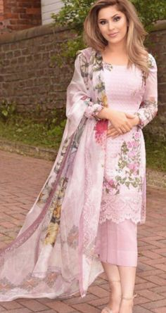 Dress Designs 2019 In Pakistan - Dress Salwar Designs, Kurta Designs Women, Kurti Designs Party Wear, Dress Designs, Pakistani Fashion Casual, Pakistani Dresses Casual, Pakistani Dress Design, Salwar Suits Pakistani, Pakistani Party Wear