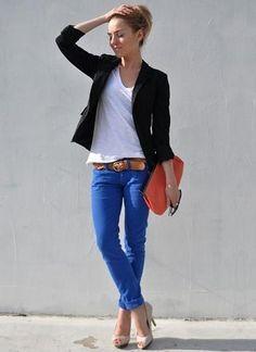 黒ジャケット×ブルーパンツのコーデ(レディース)海外スナップ | MILANDA