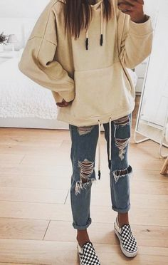 outfits for school ; outfits with leggings ; outfits with air force ones ; outfits with sweatpants ; outfits with black jeans ; outfits aesthetic with air force ones casual Cute Outfits For School, Cute Comfy Outfits, Casual Winter Outfits, Simple Outfits, Stylish Outfits, Summer Outfits, Miami Outfits, Dinner Outfits, Vacation Outfits