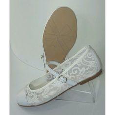 6c61d9d83 adornar zapato de comunion - Buscar con Google. alicia prieto · Alejandra ·  Zapatos de comunión para niñas ...