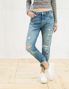 Jeans girlfriend con rotos - null - Bershka España