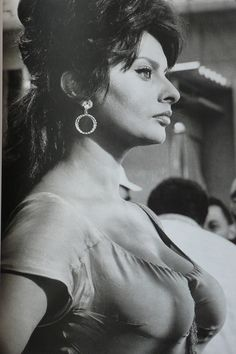photos of sophia loren at her sexiest Brigitte Bardot, Carlo Ponti, Divas, Sophia Loren Images, Claudia Cardinale, Italian Actress, Actrices Hollywood, Italian Beauty, Marlene Dietrich