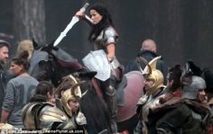 New Thor set photos feature Sif... and some other shit I really can't pay attention to, because... there's SIF!!!