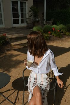 coffee time | vintage outfit inspiration | summer style | casual chic look | fashion girl | Fitz & Huxley | www.fitzandhuxley.com