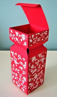 Papercraft Button : Half Cracker Box (With attached lid)