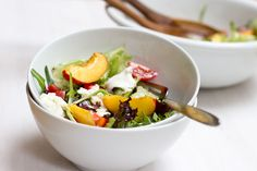Step up your lunch game by making this easy summer salad with nectarines - easy and healthy meal for the whole family. Salad Recipes Healthy Lunch, Salad Recipes For Dinner, Lunch Recipes, Healthy Dinner Recipes, Healthy Snacks, Sin Gluten, Feta, Nectarine Salad, Easy Summer Salads