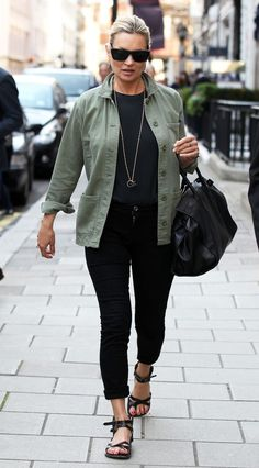 Stylish Adorable Kate Moss Fashion And Style Ideas For Your Tips To Try Wardrobe Basics, Capsule Wardrobe, Khaki Jacket, Bomber Jacket, Kate Moss Stil, Moss Fashion, Anthropologie, Summer Outfits, Casual Outfits