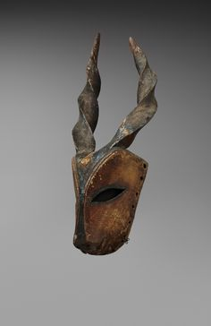 AN OGONI ANTELOPE MASK Nigeria, Auktion 1045 Afrikanische und Ozeanische Kunst…