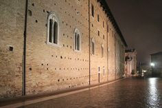 Ducal palace and Duomo by night, Urbino, Le Marche, Italy -  www.vallenuova.it